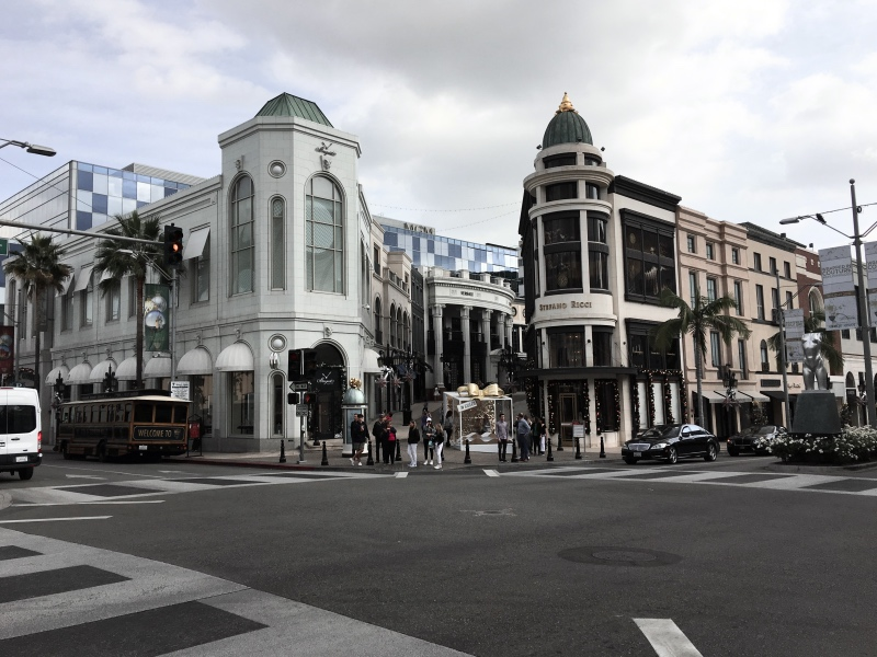 SHOPPING AT RODEO DRIVE, BEVERLY HILLS | U S A  | A Luxury