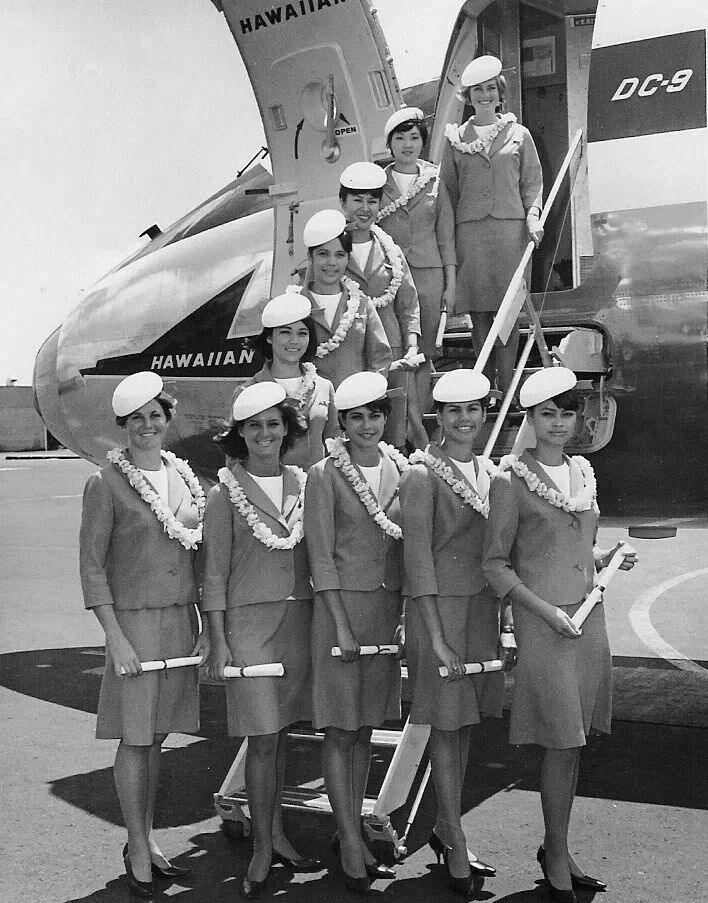 HAWAIIAN-ARILINES-OLD-UNIFORM