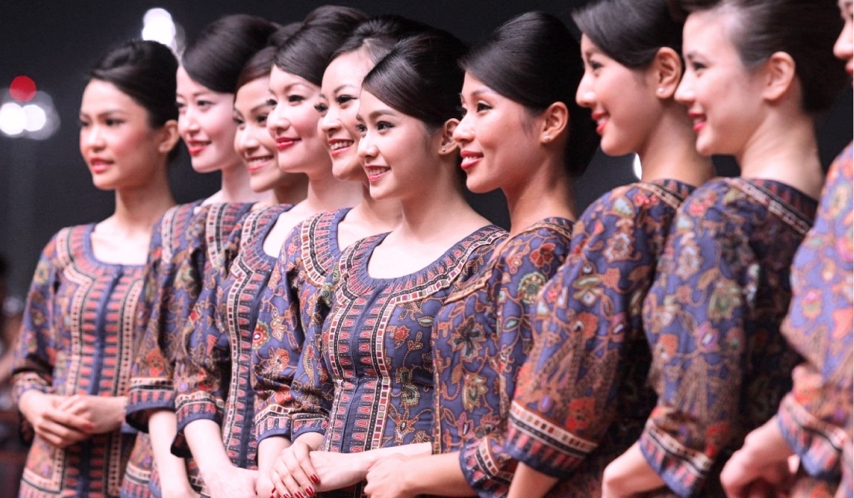 THE ICONIC SINGAPORE AIRLINES UNIFORMS