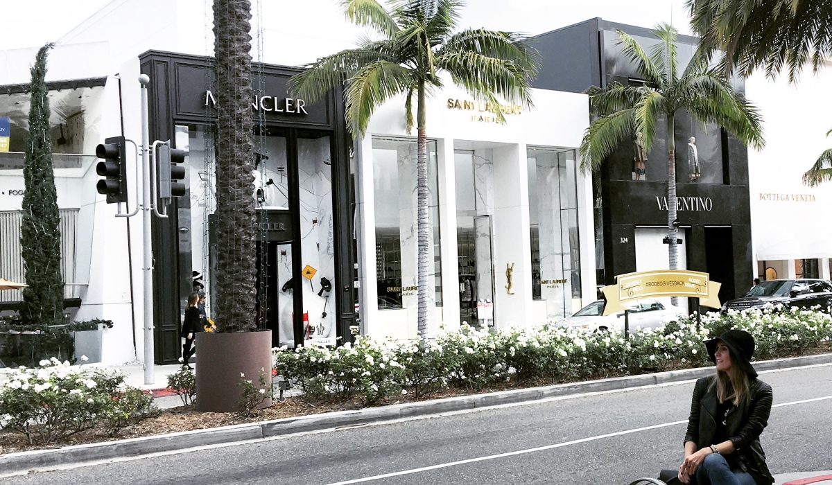 SHOPPING AT RODEO DRIVE, BEVERLY HILLS